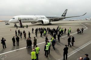 فرود مدرنترین هواپیمای مسافری جهان در تهران