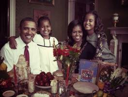 سلفی نوروزی «باراک اوباما و خانواده اش» در کنار سفره هفت سین!