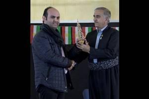 اهدا تندیس جایزه «شهید آوینی» به موزه حلبچه