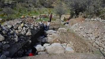 کشف بقایای روستایی شش هزارساله در کردستان