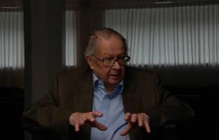 نظریه سیاست بین الملل اثر کنث نیل والتس