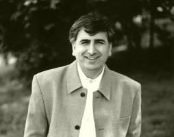 خلق قهرمانان و بافت بازگویی در رمان های محمد اوزون