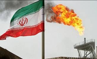 درآمد صادرات نفتی ایران نصف شده است