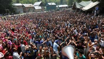 کشمیر همچنان در بحران، پنج کشته و بیست زخمی