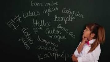 آیا همه انسانها دارای یک ریشه زبانی جهانی هستند؟