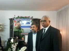سنگ تمام گذاشتن احمدی نژاد در دفتر یادبود فیدل کاسترو