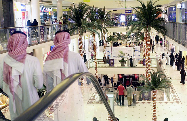 عربستان برخی از محدودیت های اجتماعی را کم می کند