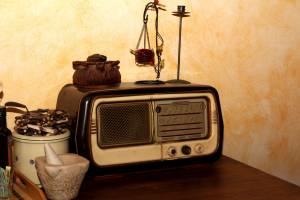 رادیو تنها یادآور وطن در پشت دیوار آهنین!