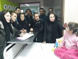 حاشیه و متن اولین روز حضور سینماگران در مناطق زلزلهزده+ فیلم