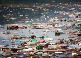 یک میلیون بشکه؛ نفتی که با بطریهای آب به زباله میفرستیم