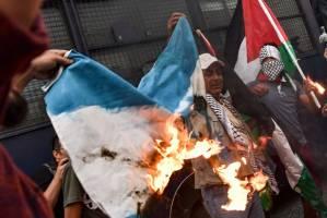 از آتش زدن پرچم تا سنگ زدن به سفارت رژیم صهیونیستی