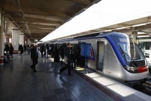درِ قطار در ایستگاه ملت بسته نشد!