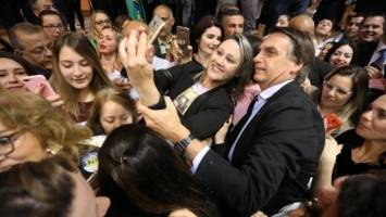 پیروزی بولسونارو با شعارهای پوپولیستی علیه فساد لجام گسیخته در برزیل