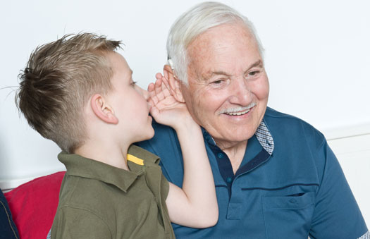 خطراتِ پنهانِ کم شنوایی در سالمندان