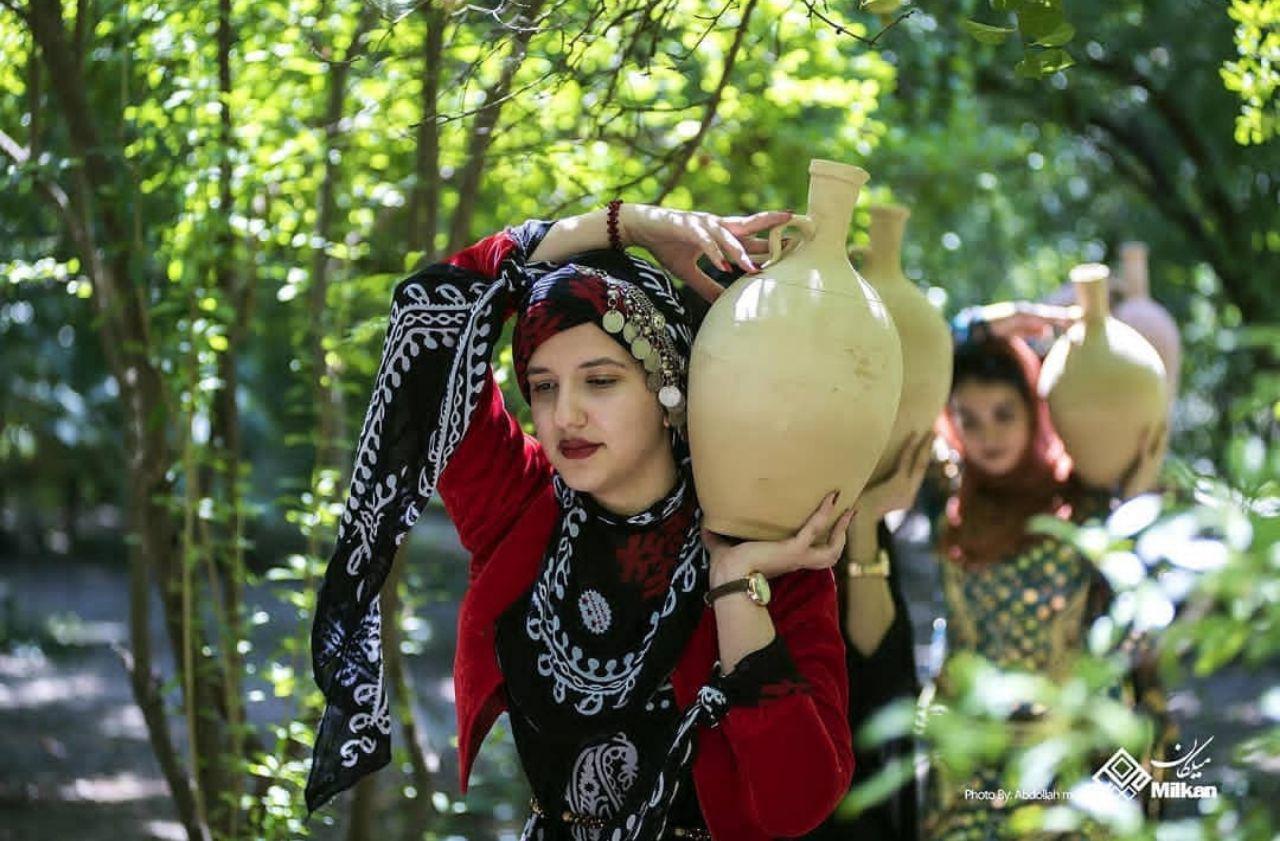 برپایی آئین چله تابستان در روستای زردویی کرمانشاه