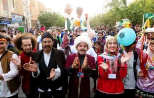 پایان جشنواره تئاتر خیابانی مریوان با شعار  جذب و گسترش گردشگری