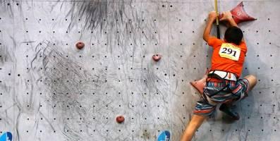 تشکیل کمیته انضباطی فدراسیون کوهنوردی برای بررسی سقوط کودک سنگ نورد